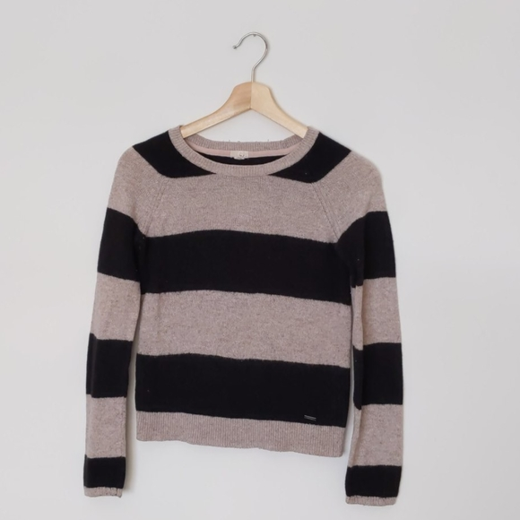 🌟$5🌟Garage oatmeal black crew neck sweater